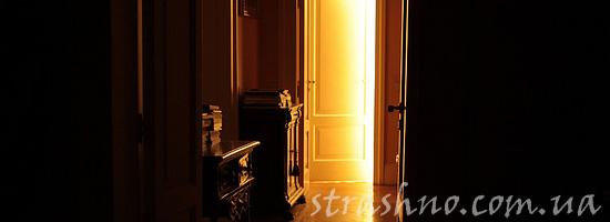 Странная старая дверь квартиры