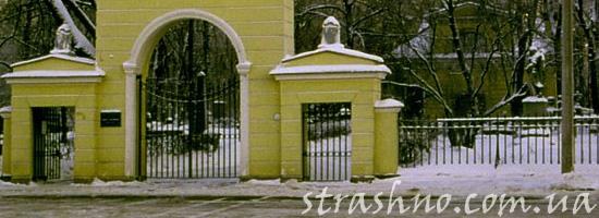 Мистические совпадения на кладбище и перед церковью