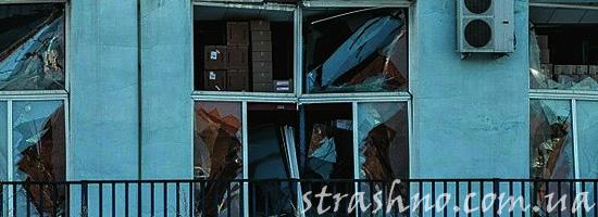 Разбитые стекла в окнах