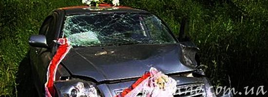 Свадебная машина попала в аварию