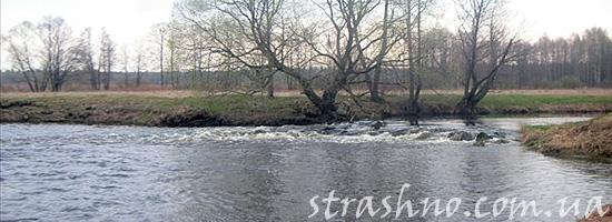 Бурная холодная река