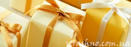 Упакованные подарки для школьниц