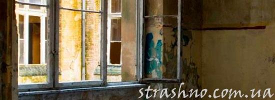 Окно в очень старой квартире