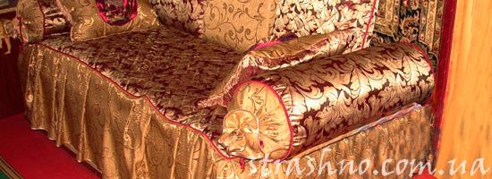 Старый диван с домовым