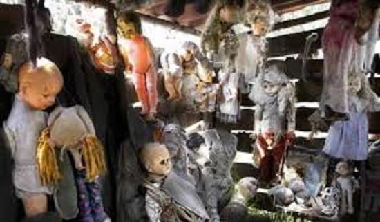мистические куклы в сарае