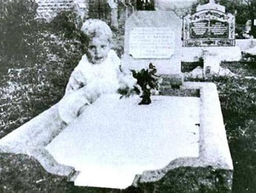 Страшное надгробие