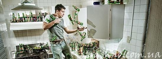 парень бутылки