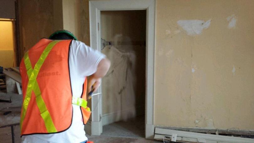 реставрация древнего отеля с призраками