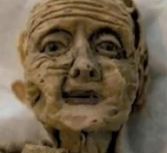 мистическая старящаяся кукла
