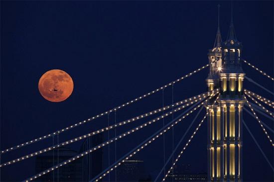 Лунное затмение в Лондоне