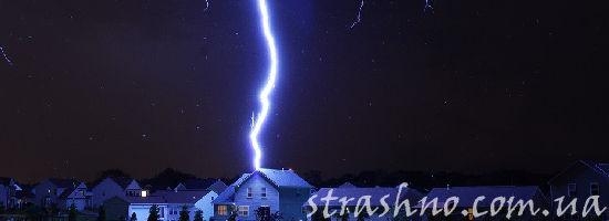 молния бьёт в дом