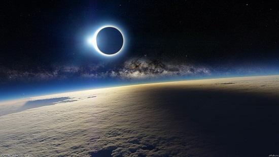 солнечное затмение в космосе