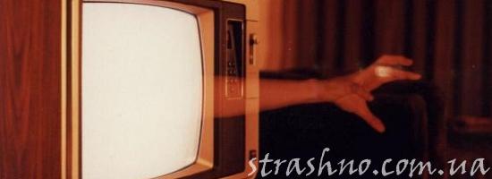 рука из телевизора