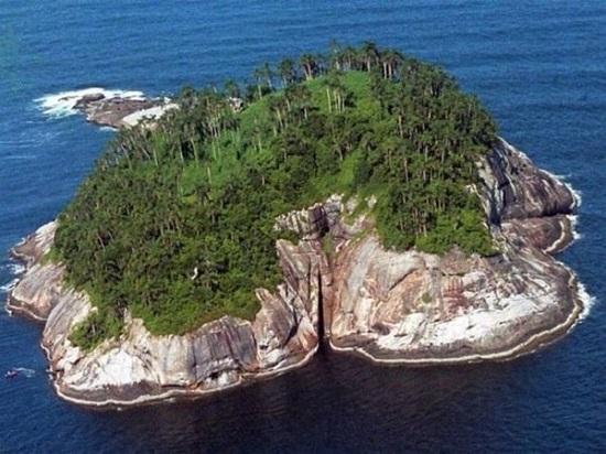 Змеинный остров