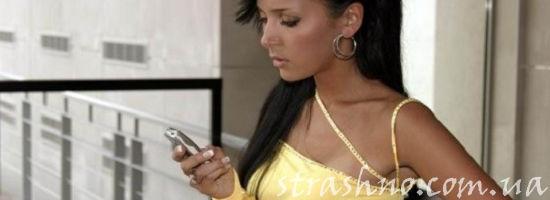 женщина с мобильником