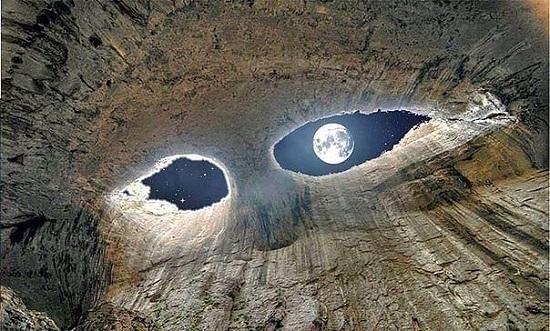 Глаза Бога Пещера Проходна в Болгарии