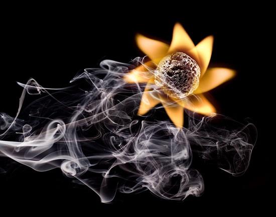 дымовая вертушка из горящих спичек