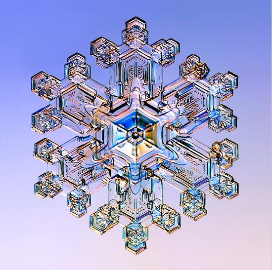 удивительная снежинка