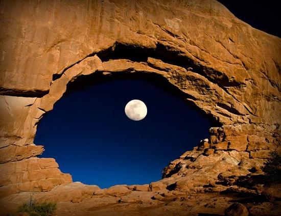 Луна в арке