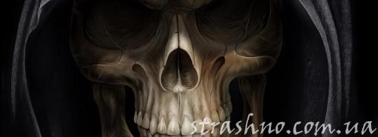 череп в капюшоне