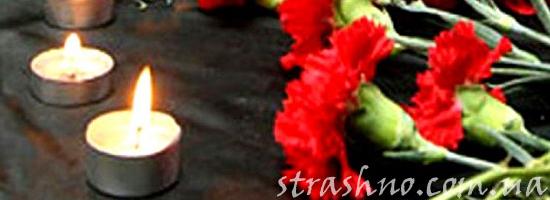 цветы и свечи на похоронах