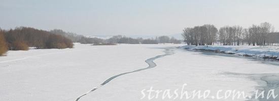 река во льду