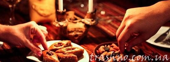 сладости к чаю на столе