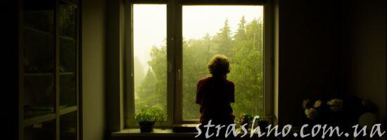Силуэт на фоне окна