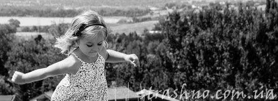 девочка на даче