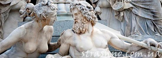Скульптура древнегреческого бога Зевса