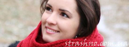 девушка в красном шарфе