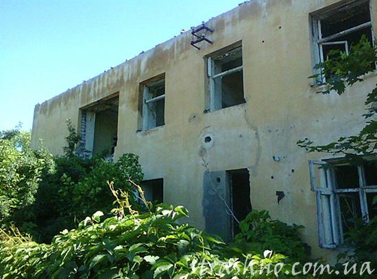 Аварийный дом пятидесятых годов постройки