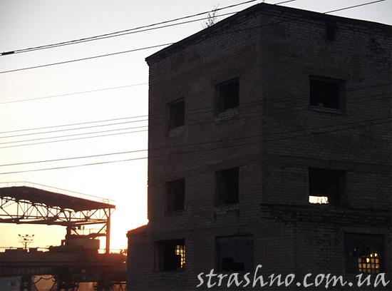 Странное заброшенное здание