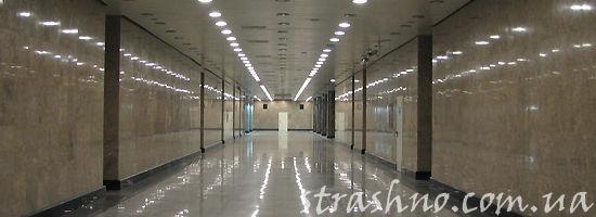 коридор со множеством дверей