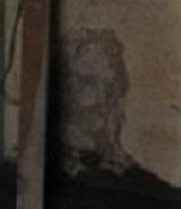 образ Иисуса на стене старого дома