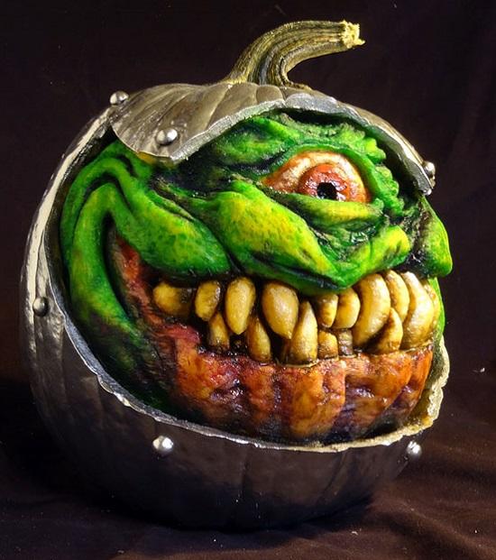 монстр из тыквы на хэллоуин