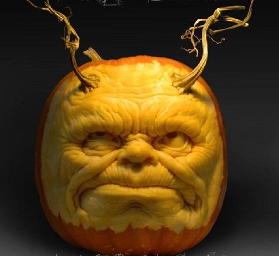 монстр из тыквы на Halloween