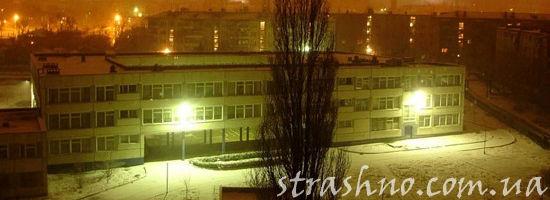школа ночью