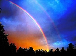 радуга на сине-золотом небе