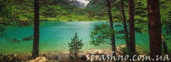 лсное озеро в горах