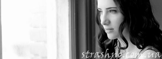 грустная девушка окно