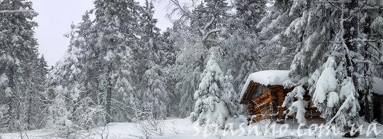 зимняя сторожка в тайге