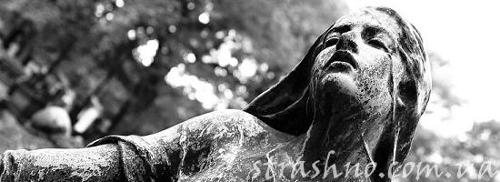 кладбищенская статуя