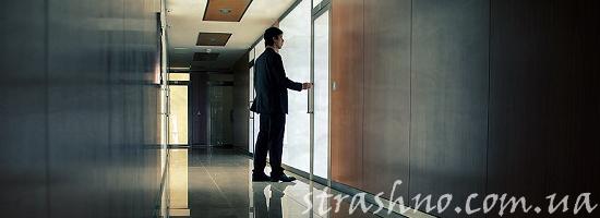 парень в коридоре