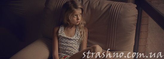 сидящая девочка
