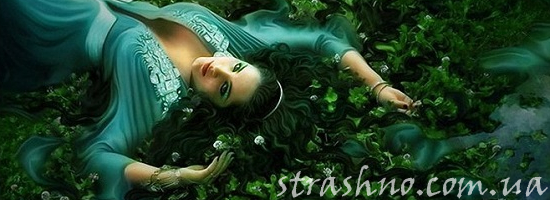 девушка на траве вода