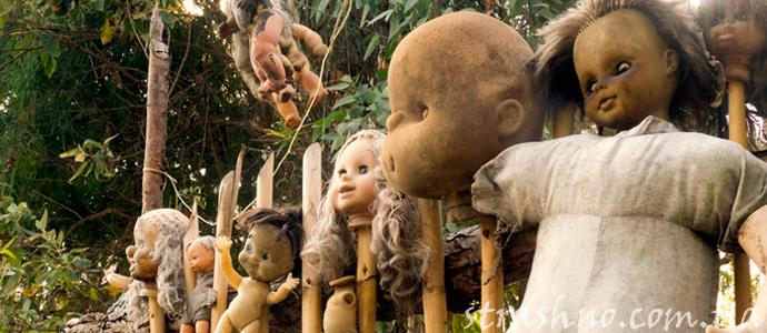 старые куклы на заброшенном острове
