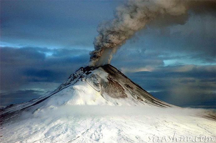 Августин - действующий вулкан