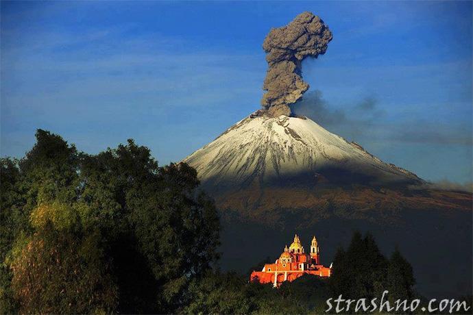 Мексиканский вулкан Попокатепетль