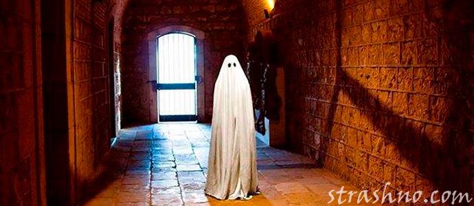страшная и смешная история о привидениях на складе